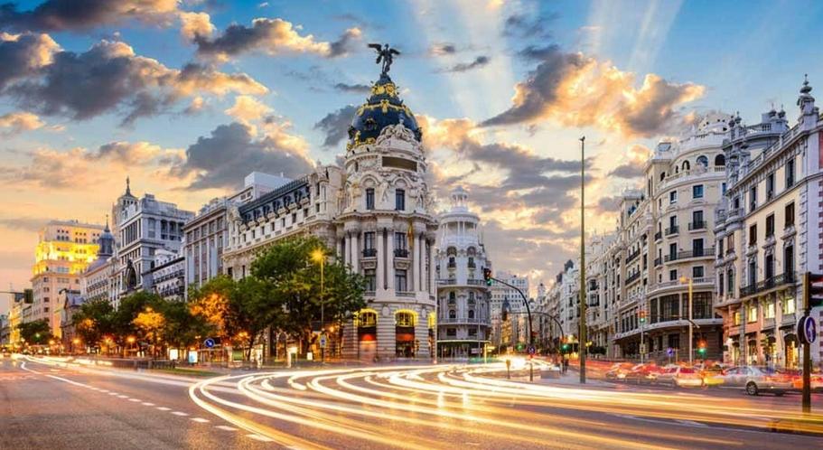 Alvaro zarza nos cuenta que monumentos visitar en madrid for Que ver en sol madrid