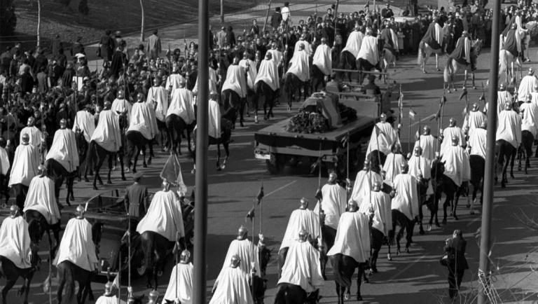 Los Franco exigen enterrar los restos del dictador con honores militares