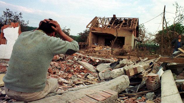 """OTAN: se bombardeó Yugoslavia """"para proteger a los civiles"""""""