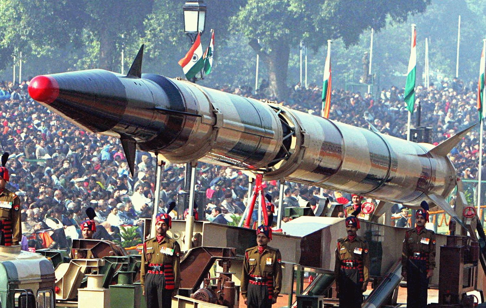 India prueba misiles capaces de transportar cabezas nucleares