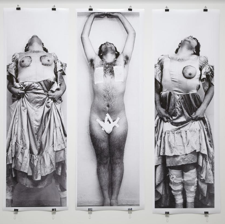 """El Perchero"" (1975), obra del artista chileno Carlos Leppe."