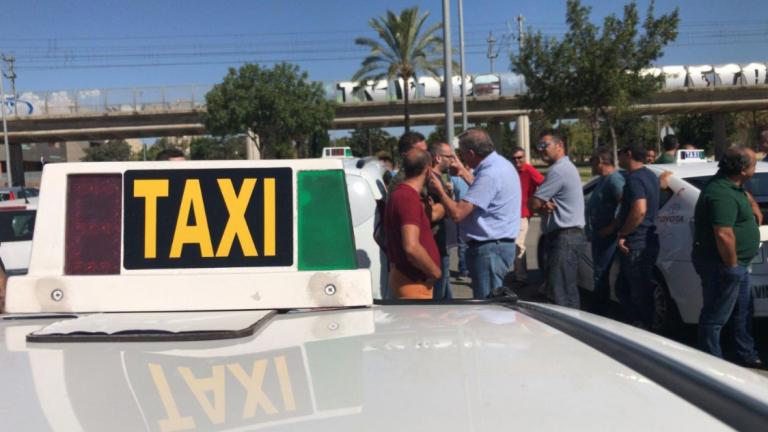 Retirada de licencias a los taxistas que increparon a Susana Díaz