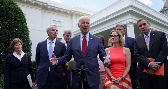 """""""Tenemos un trato"""": Biden ataca el compromiso de infraestructura con el grupo bipartidista de senadores"""