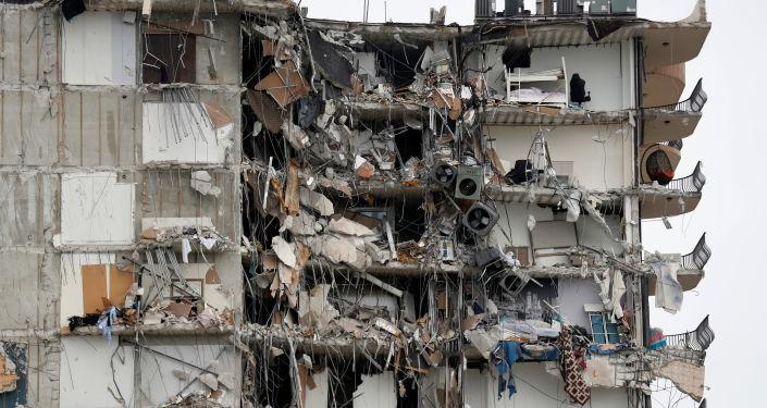 Casi 100 personas siguen desaparecidas después de los colapsos del edificio del condominio en Florida, revelan los funcionarios