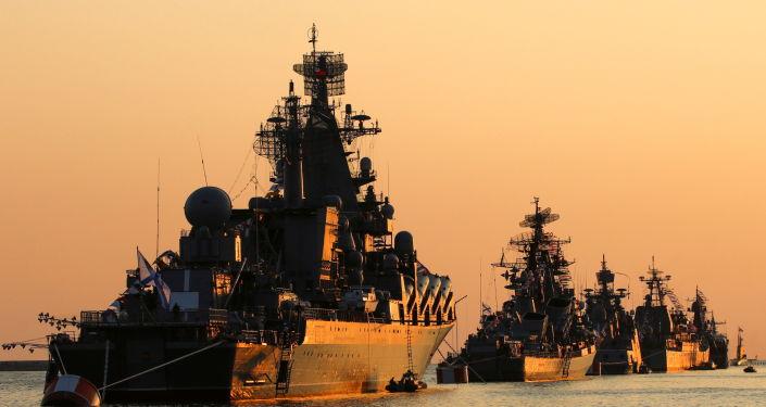 Ruso Armada Rastreo Barco de misiles griegos HS Daniolos en Mar Negro, dice el Ministerio de Defensa